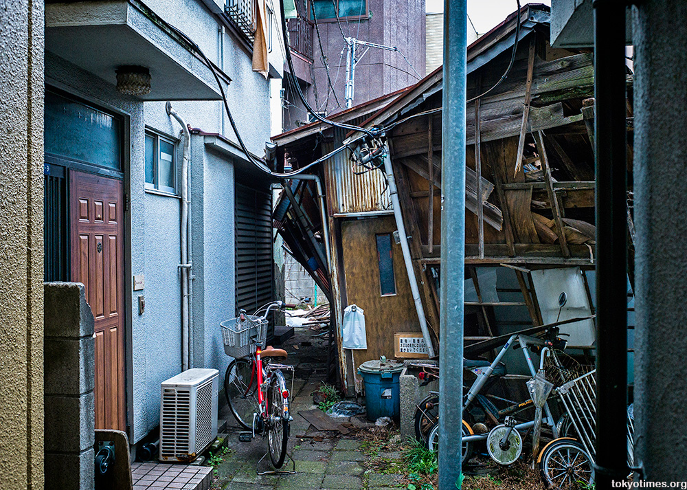 falling down and abandoned Tokyo house