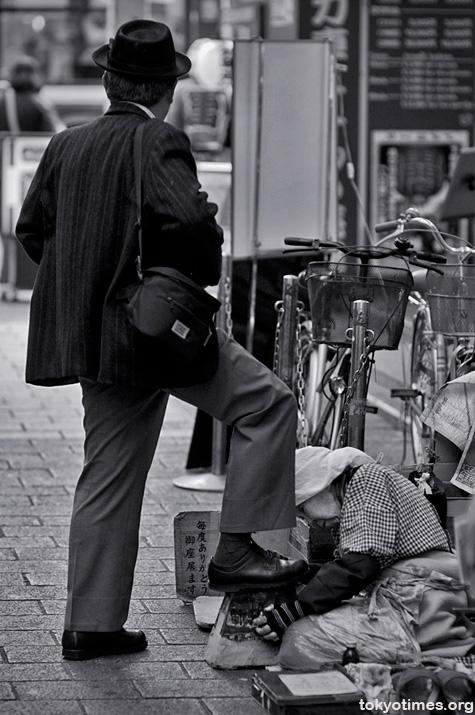 Asakusa shoeshiner