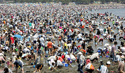 busy Japanese beach