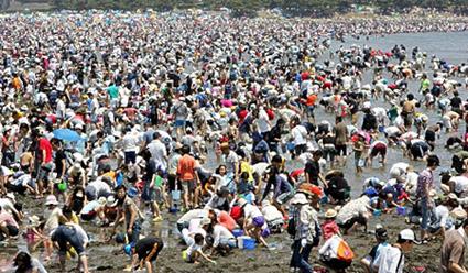 busy Japanese beach
