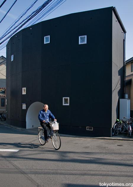 unusual Tokyo house