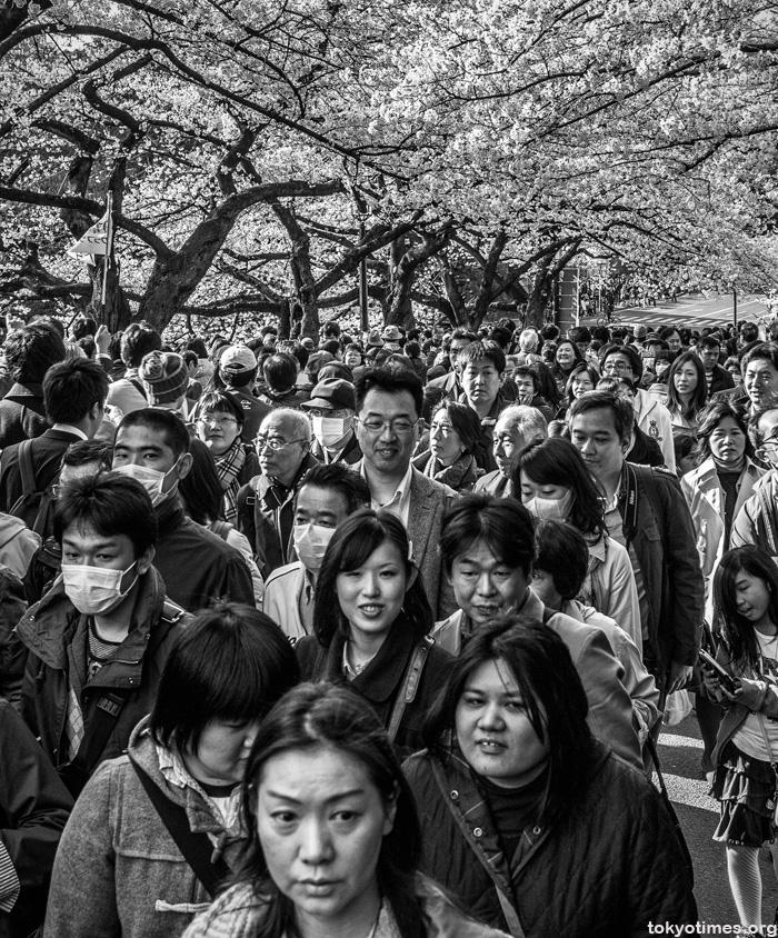 crowded hanami