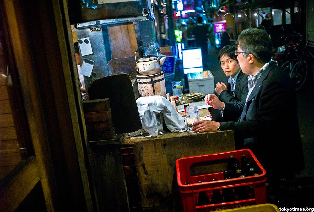 Tokyo drinkers disagreeing