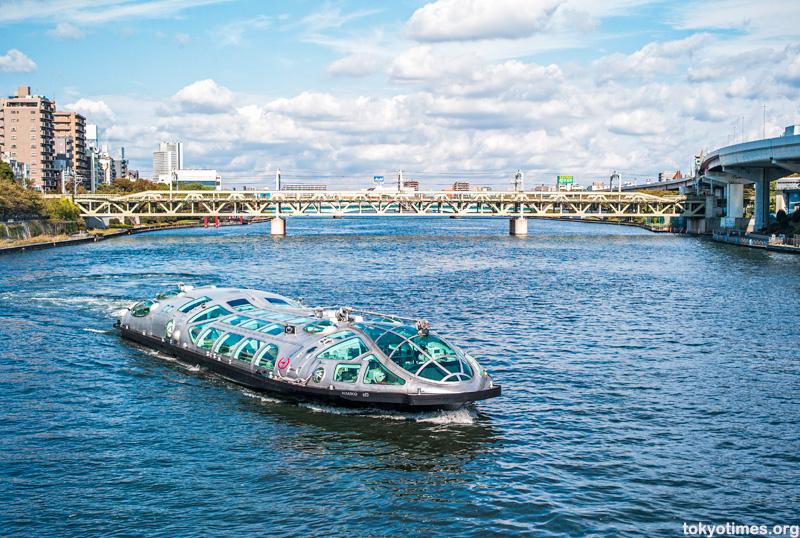 Himiko, Tokyo's futuristic ferry boat