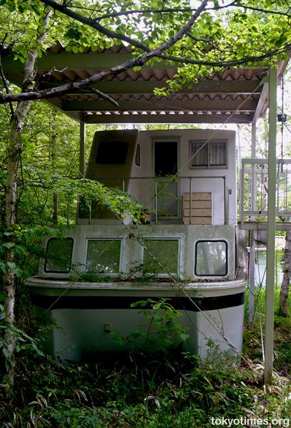 Japanese houseboat