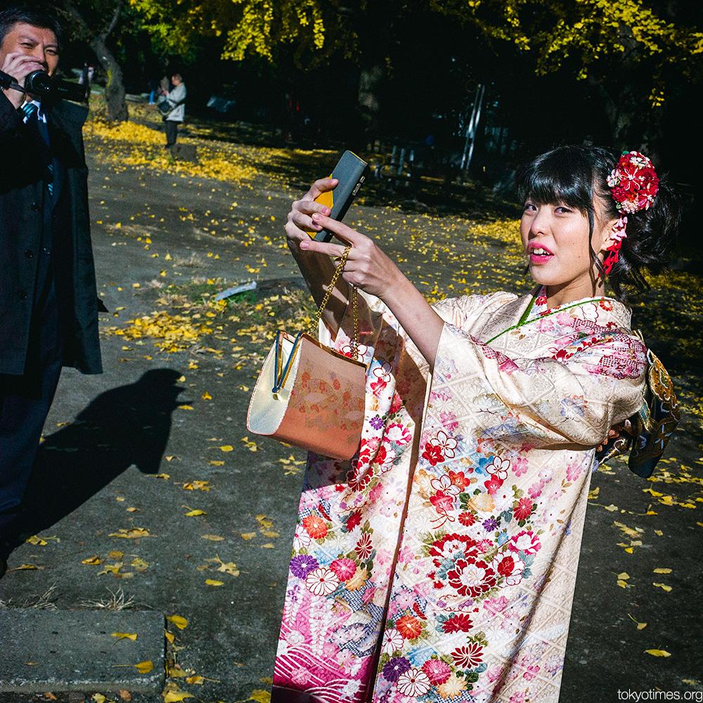 Japanese kimono selfie