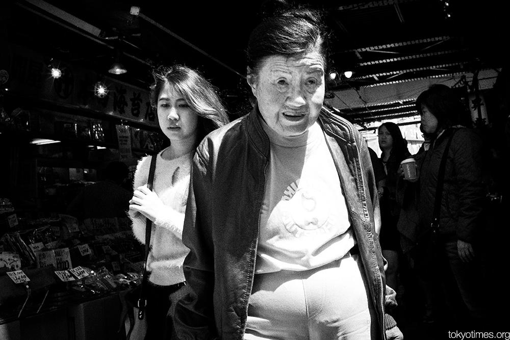 Japanese ladies contrast