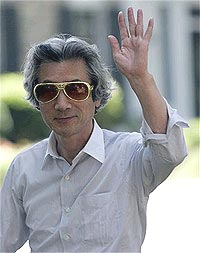 koizumi about to leave the building