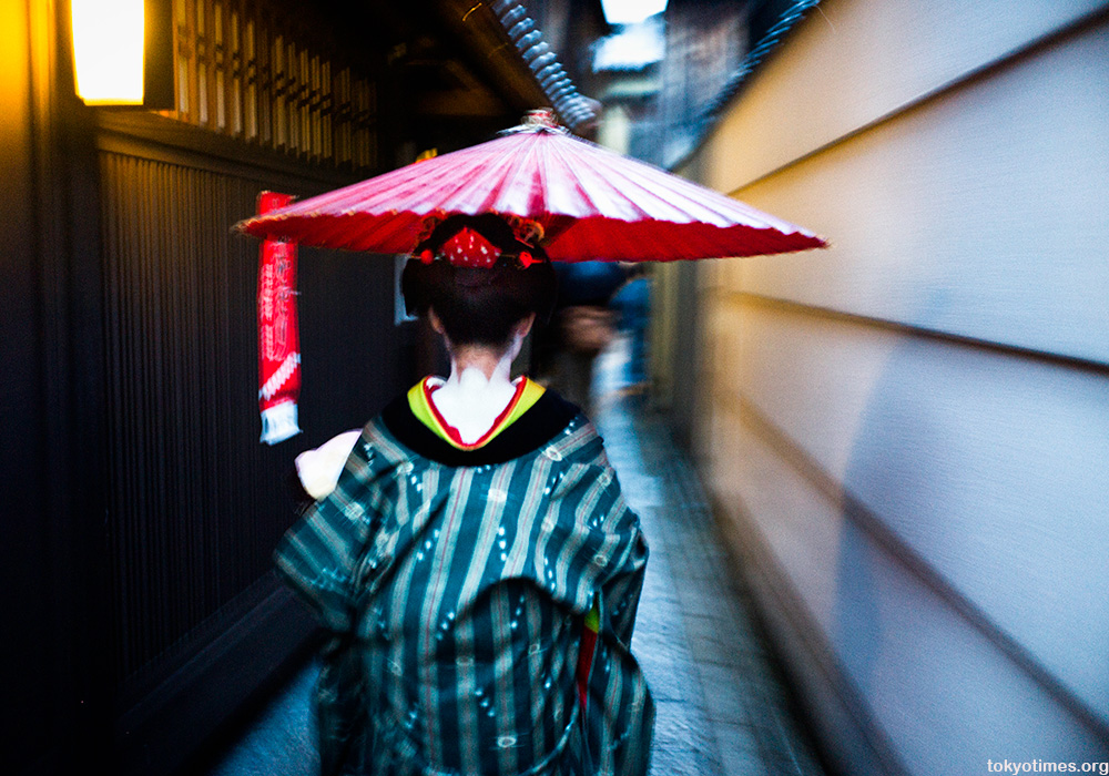 the neck of a Japanese geisha in Kyoto