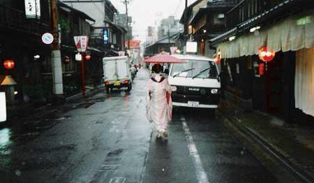 maiko_in_gion.jpg