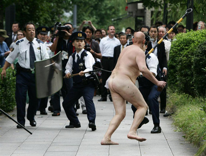 naked guy running from the cops