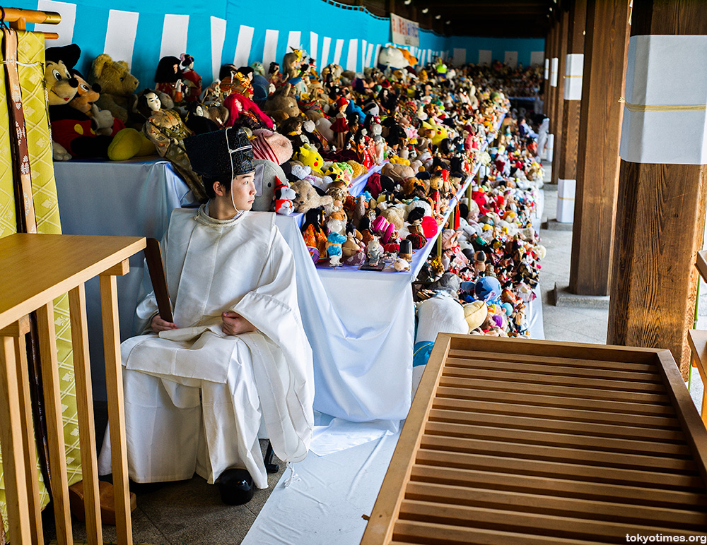 Ningyo kuyo a Japanese doll funeral