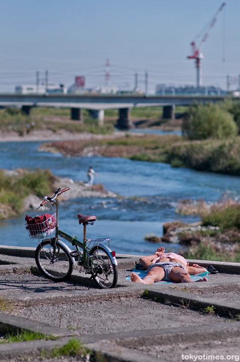 Tokyo sunbathing