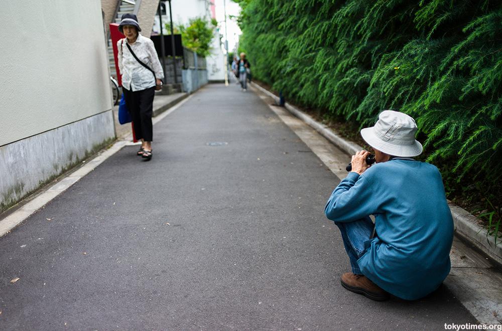 Japanese public shaving in Tokyo