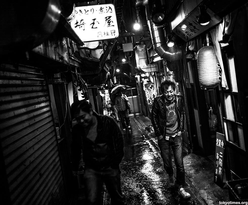 narrow tokyo alley