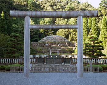 emperor showa grave
