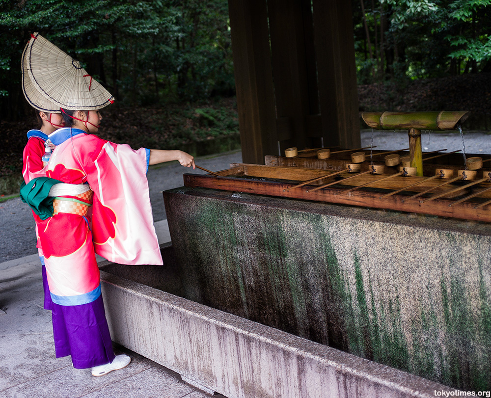 Japanese traditional outfits shrine cleansing