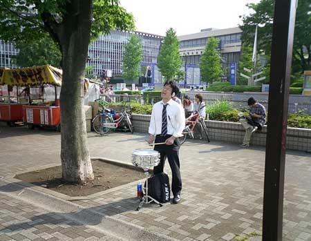 singing_salaryman.jpg