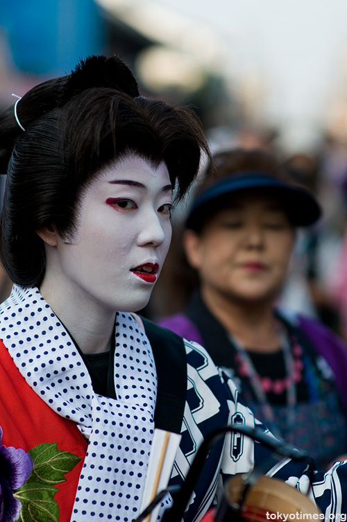 traditional Japanese make-up and wig