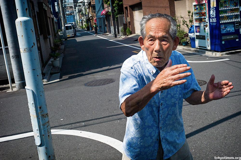 street fighting (old) man