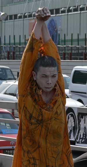 Tokyo street performer