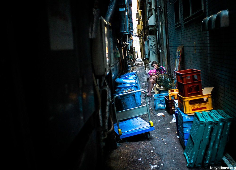 girl in a Tokyo alley