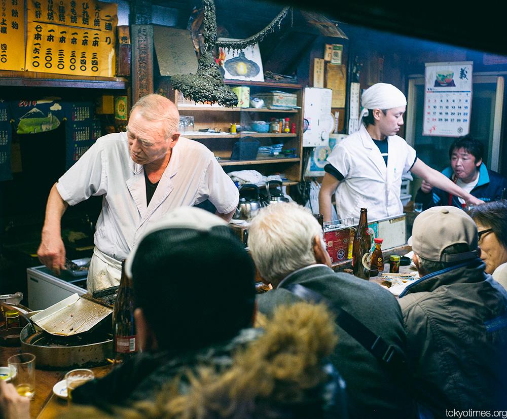 Tokyo bar and the world