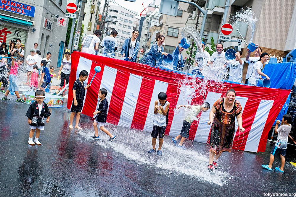 Fukagawa Hachiman Matsuri Tokyo water festival