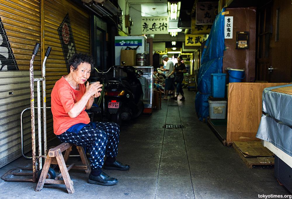 Tsukiji old lady