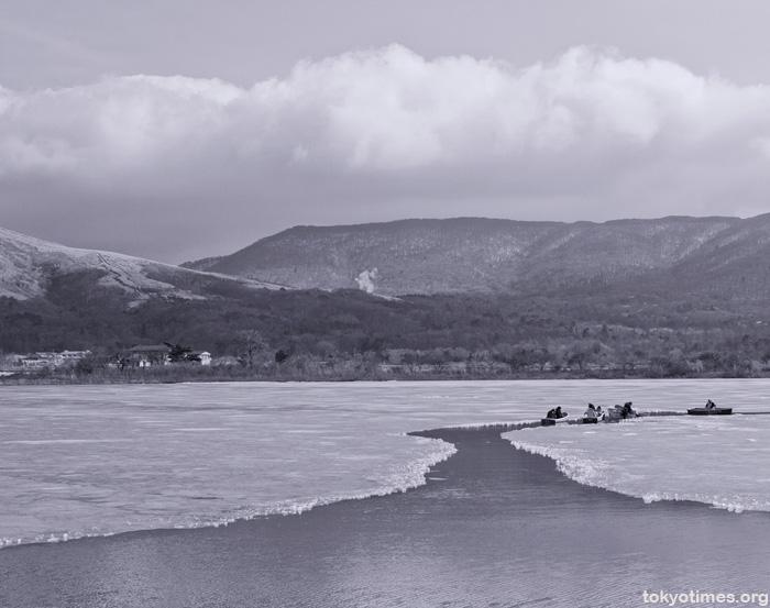 frozen lake yamanakako