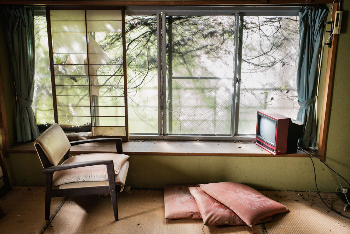 abandoned Japanese hotel room