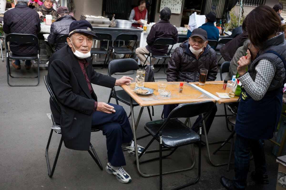 an old-style Tokyo drinker