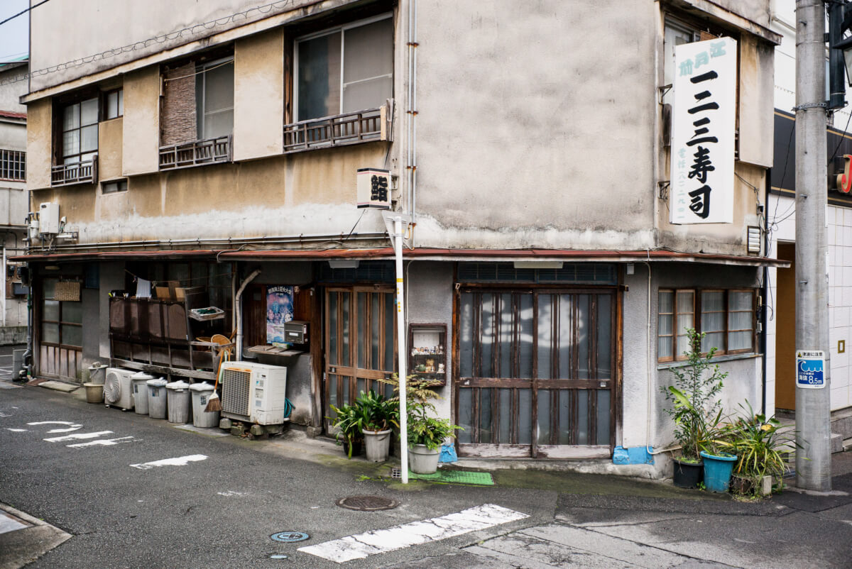 an old and faded Japanese hot spring resort town
