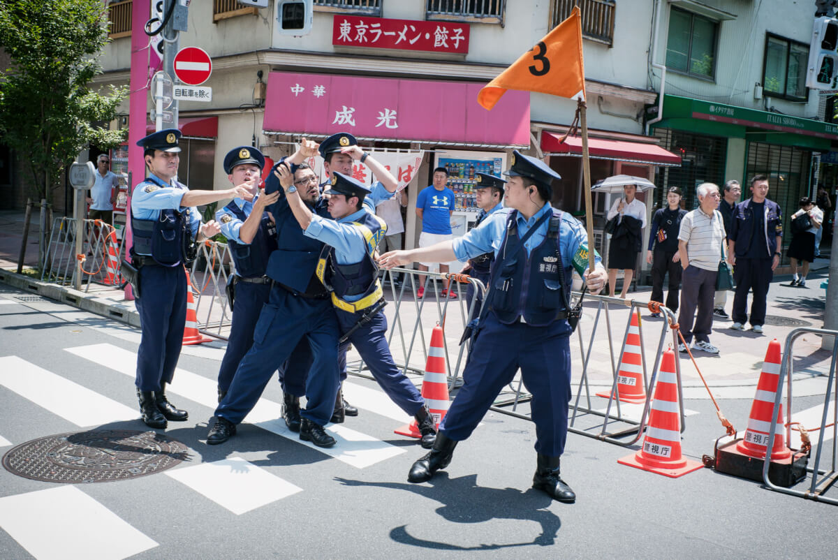 Japanese nationalists fighting the police