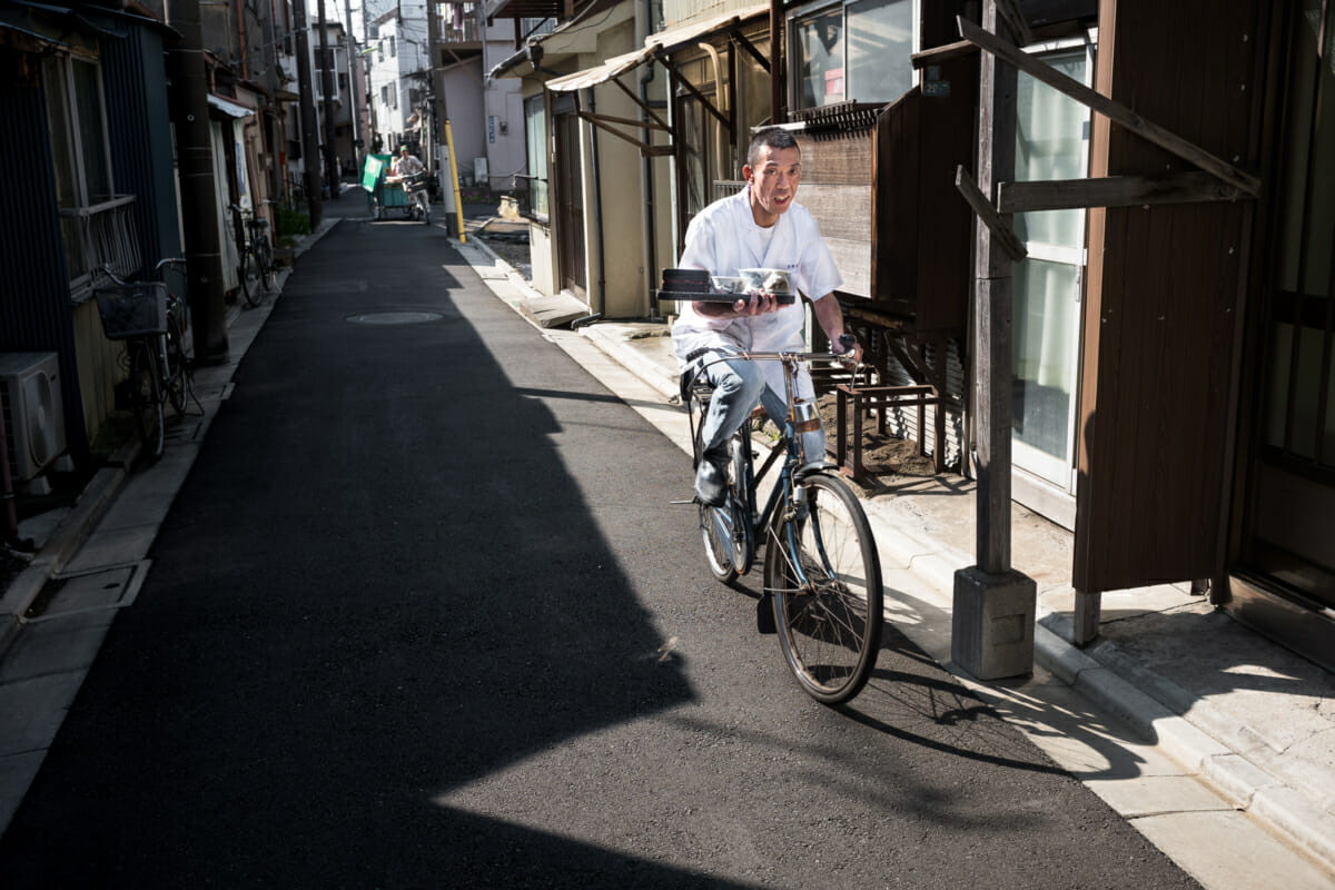 Japanese bicycle delivery past and present