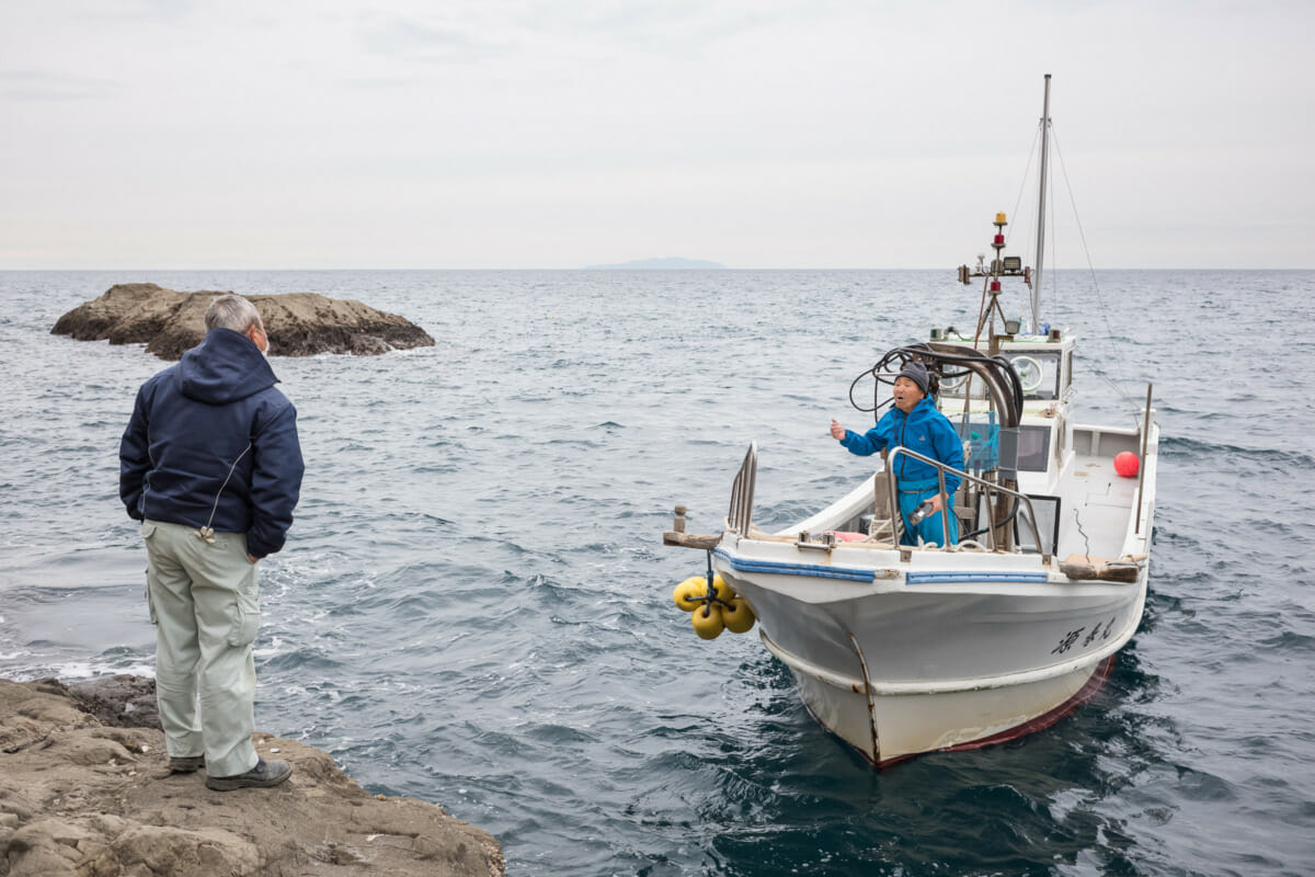 Japanese boat-based social distancing by the sea