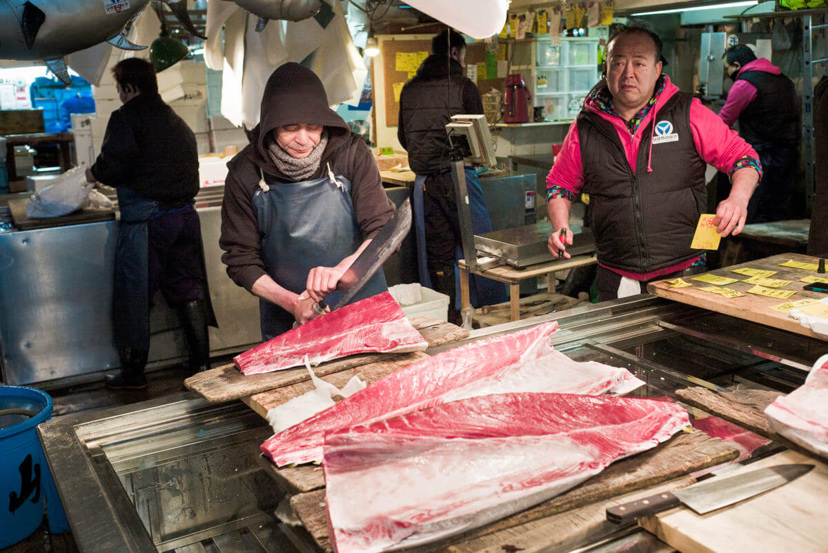 knife wielding tsukiji fish market worker