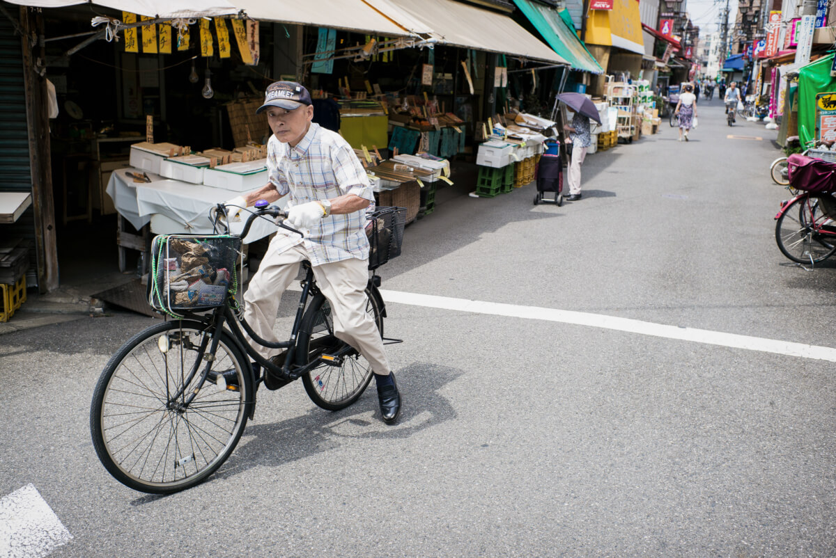 An old and narrow Tokyo shopping street