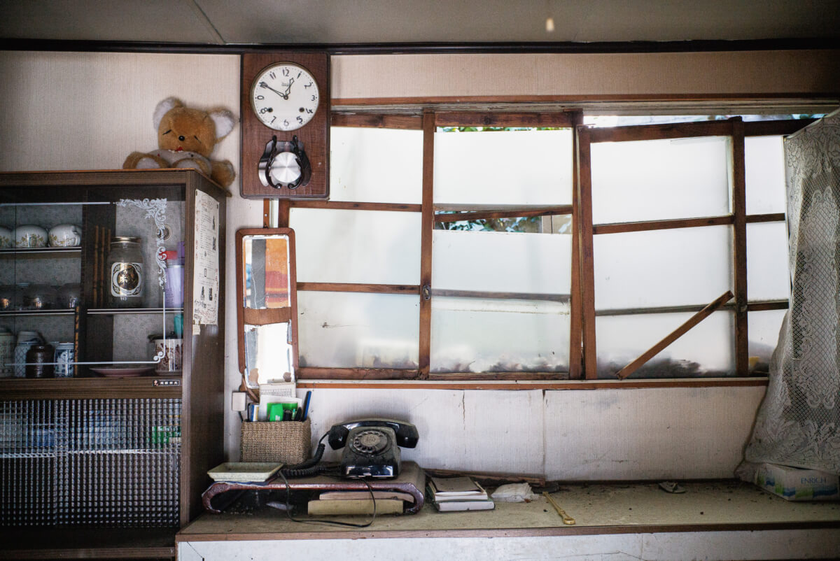 The sadness of a small, abandoned Japanese house