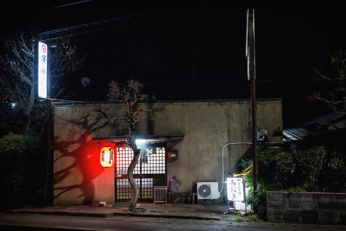 a small and comfortable tokyo bar