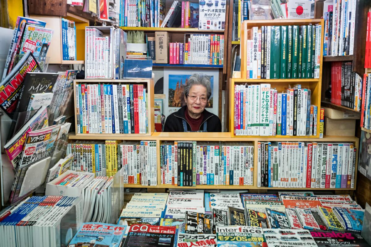 tiny tokyo bookshop
