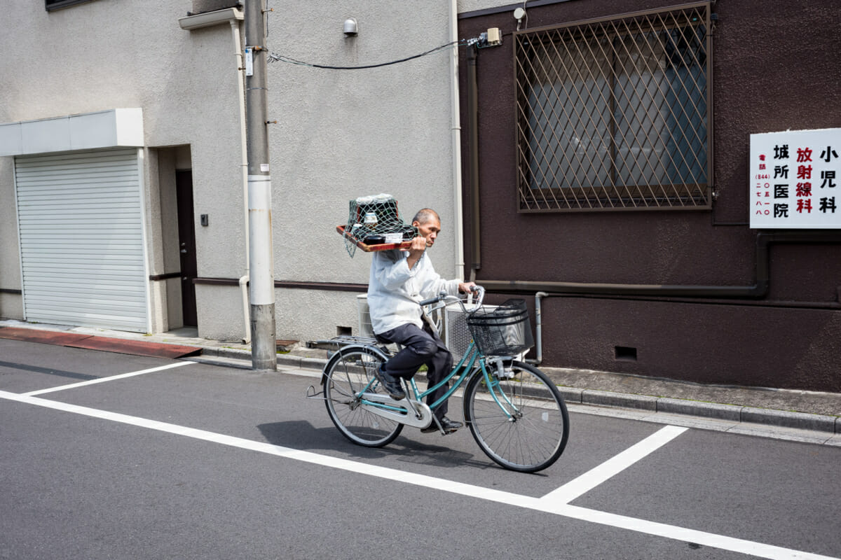tokyo food delivered by bicycle