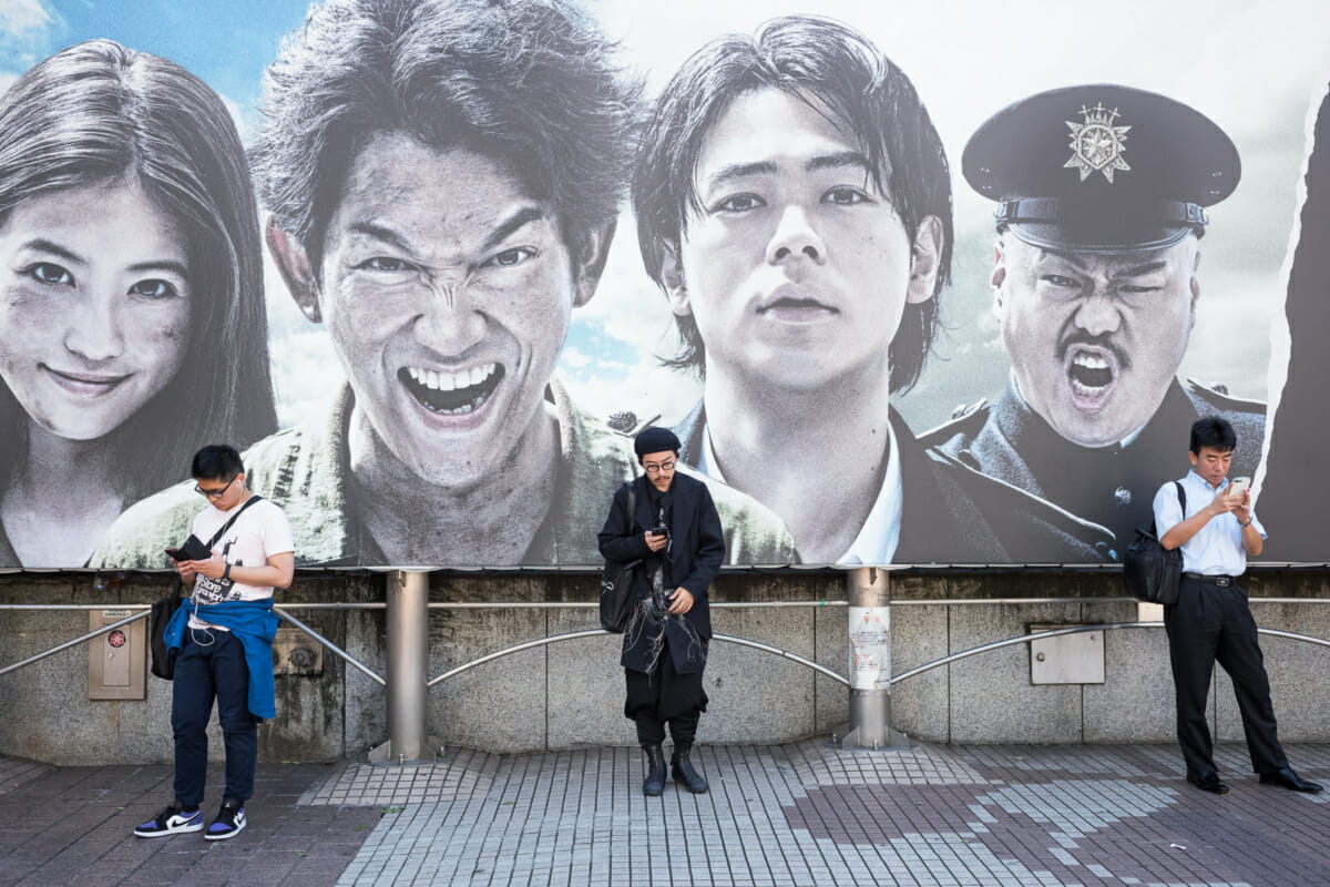 Tokyo smartphone drama and indifference