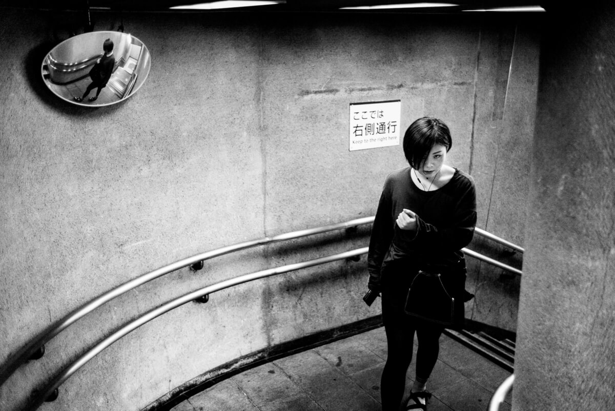 Looks and reflections in the Tokyo subway